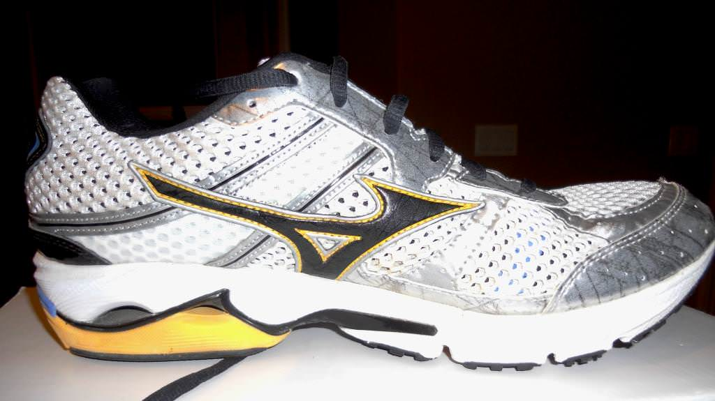 cheap mizuno wave runner 15