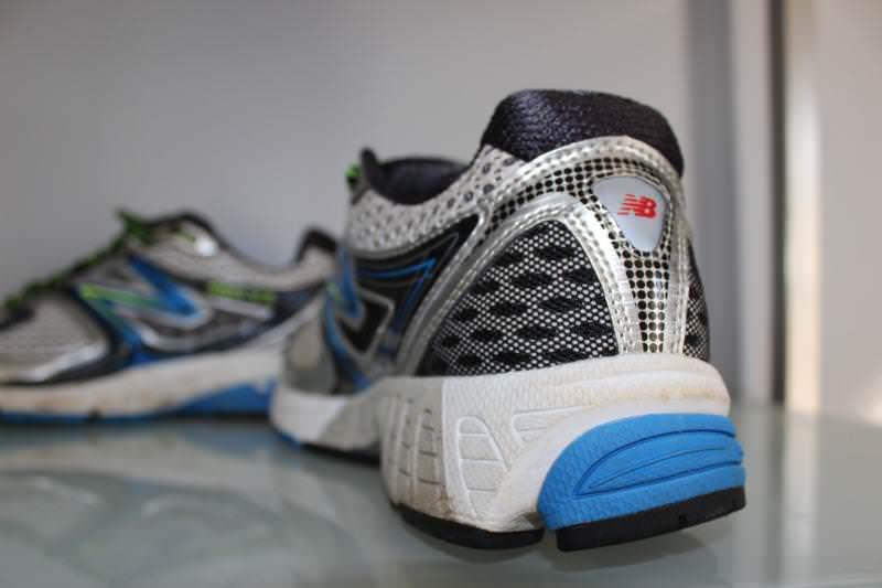shoes similar to new balance 860v3