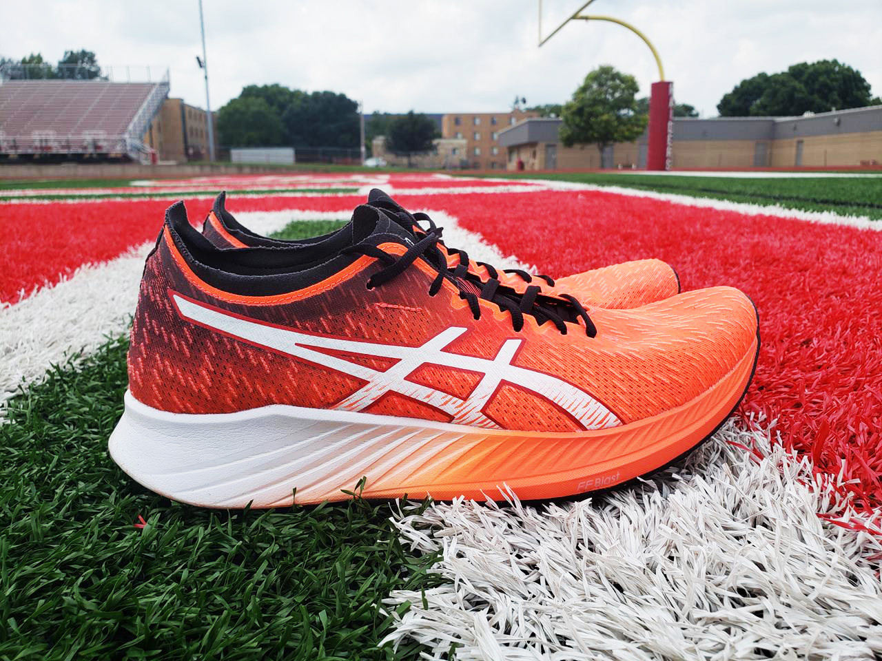 Asics Magic Speed - Lateral Side