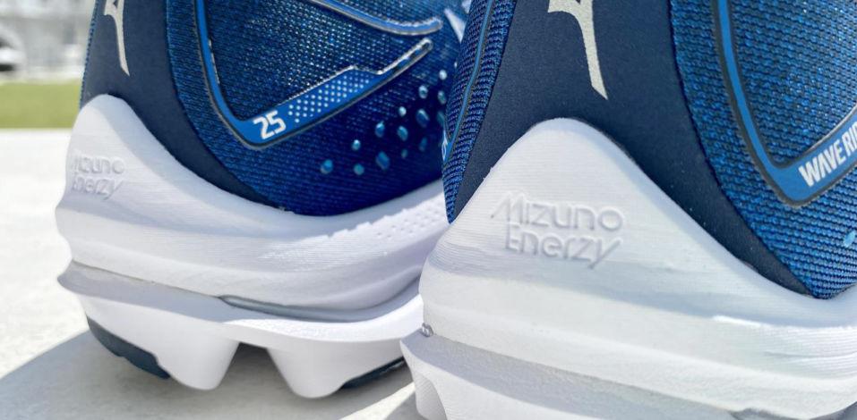 Mizuno Wave Rider 25 - Heel Closeup